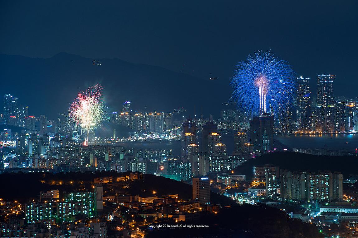 봉래산에서 바라 본 부산불꽃축제
