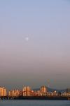 둥근 달이 떴습니다.