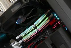티포스 메모리 DDR4 T-FORCE NIGHT HAWK RGB 화려한 튜닝