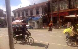 """티베트 승려 1인 시위로 구속···""""자유와 달라이 라마 장수 기원"""""""