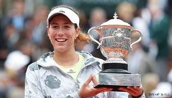 '스페인의 딸' 무루구사, 윌리엄스 물리치고 프랑스 오픈 우승