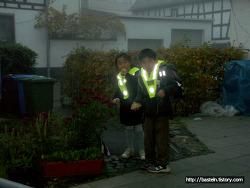 등교시 착용하는 반사광 안전띠
