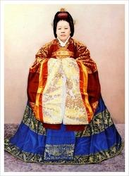 순헌황귀비 엄씨, 고종의 시중을 들다 총애를 받아 영친왕 은을 출산하다.
