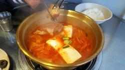 낭풍 김치찌개 돼지고기가 통째로 들어가있어욤>.<