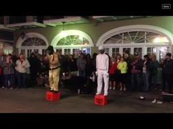 미국 뉴올리언즈 'Bourbon St'의 흔한 댄서의 실력이란!!!