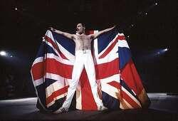 """[정휘아의 퀴어뮤직쌀롱 #4] """"나는 락스타가 되지 않을 것이다. 나는 전설이 될 것이다."""" 영국 밴드 QUEEN(퀸)의 보컬 Freddie Mercury(프레디 머큐리) 첫 번째 이야기"""
