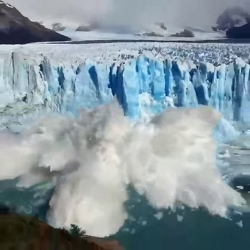 VIDEO: Glacier calving