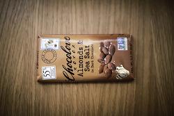 아이허브 초콜릿 - 다크 초콜릿 속의 아몬드 & 바다 소금