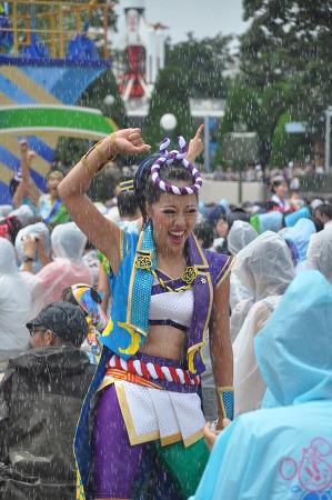 물에 흠뻑 젖은 일본 미녀들...
