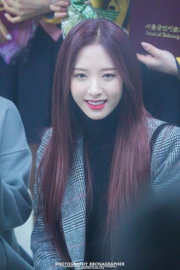 [직찍] 180208 서울공연예술고등학교 졸업식 우주소녀 보나