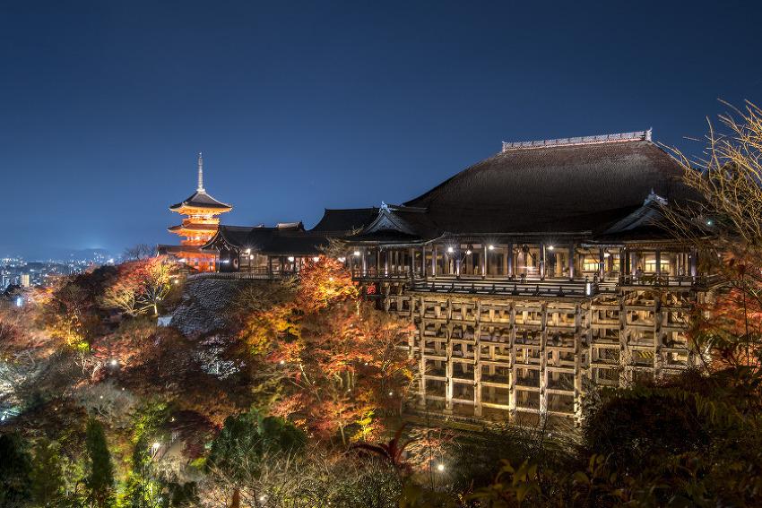 일본 교토의 가을은 이제 시작입니다. 기요미즈데라
