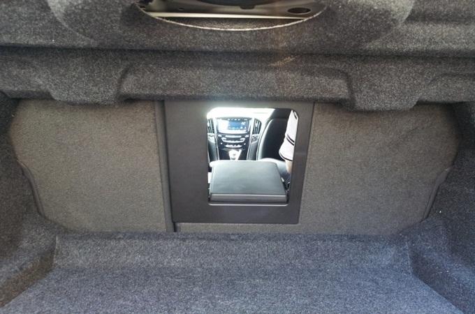 캐딜락ATS 트렁크 내부