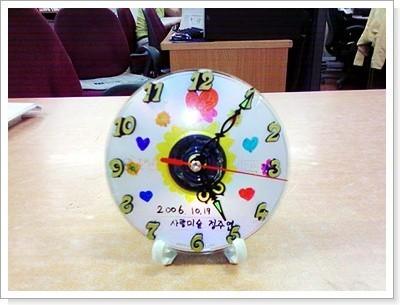 CD를 재활용해 시계만들기