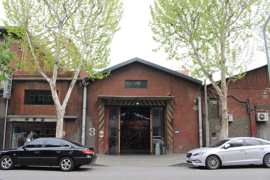 대림창고 - 오래된 창고를 그대로 사용하고 있는 독특한 카페 & 갤러리