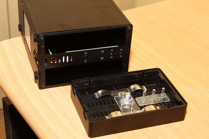 DAS, 대용량외장하드, USB 3.1, AKiTiO, NT2 U3.1,IT,IT 제품리뷰,컴퓨터에 연결할 대용량 저장장치를 만듭니다. USB만 연결하면 사용할 수 있죠. DAS 대용량외장하드 USB 3.1 AKiTiO NT2 U3.1를 이용해서 쉽고 간단하게 대용량 저장장치를 만들어 볼 것인데요. 외장하드 처럼 사용할 수 있는 제품인데요. 장점이라면 RAID 설정이 가능 합니다. DAS 대용량외장하드 AKiTiO NT2 U3.1에 실제로 설정을 통해서 속도를 얼마나 높일 수 있는지 알아보도록 하죠.