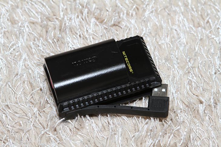 나이트코어, UCN1, USB 캐논 급속충전기, 휴대용으로 좋아,IT,IT 제품리뷰,카메라를 들고 밖에 나갔을 때 유용 합니다. 배터리가 갑자기 없을때요. 나이트코어 UCN1 USB 캐논 급속충전기를 소개 합니다. 휴대용으로 들고 다니면서 보조배터리를 이용해서 간편하게 사용할 수 있습니다. 나이트코어 UCN1 USB 캐논 급속충전기는 USB 전원으로 배터리 충전이 가능 합니다. NITECORE 제품은 캐논 니콘 충전이 가능한 제품이 나와있고 사이트에 보니 소니 배터리도 충전 가능한 제품도 있군요. 앞으로도 다양한 제품이 나올 것 같다는 생각이 들었습니다.