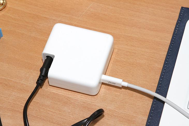 나우 케이블 ,USB-C ,삼성 올웨이즈, LG 올데이그램, 충전 테스트,IT,IT 제품리뷰,1.5미터 제품이 있어서 테스트 해 봤습니다. 실제로 어느정도 충전될까요. 나우 케이블 USB-C 삼성 올웨이즈 LG 올데이그램 충전 테스트를 해 봤는데요. 기존에 알고 있던 정보가 좀 더 확고해지는 시간이네요. 나우 케이블 USB-C는 2세대 제품으로 100W 실제 충전이 가능한 제품이기도 하죠. 물론 고속 데이터 전송도 가능한 제품 입니다. 덕분에 eGPU 쓰시는 분들도 이 제품을 쓰시더군요.