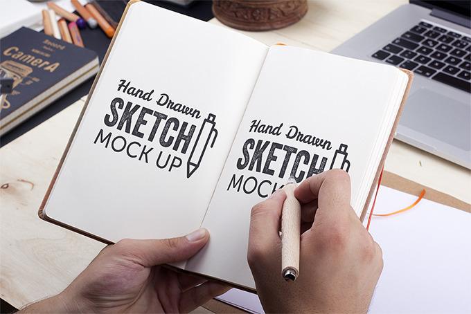 펜으로 직접 그리는 효과를 주는 스케치북 목업 PSD - Hand-Drawn Sketch Mockup