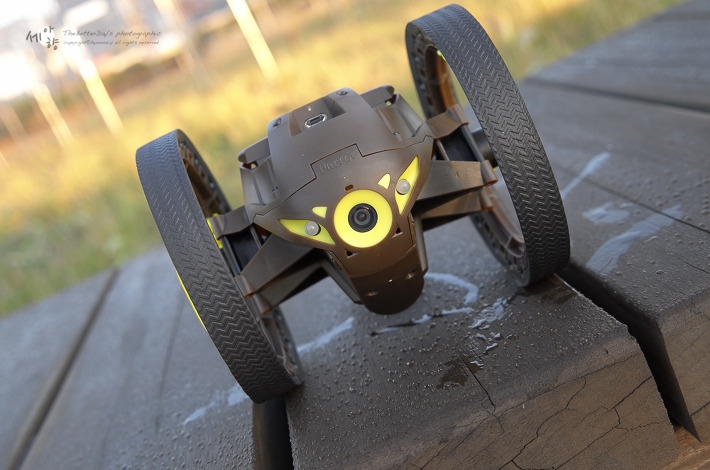 parrot mini drone jumping sumo with Parrot Jumping Sumo Unboxing on Drona Parrot Jumping Sumo Wi Fi White as well ing Soon Spare Parts And Extra Batteries For Your Minidrones together with Dji Inspire 1 Med Termisk Kamera besides Review together with 174032 Ces 2014 Parrot Jumping Sumo And Minidrone Set To Invade Your Home This Year.