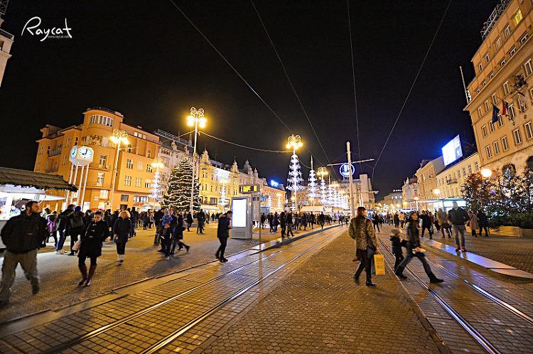 자그레브 반옐라치치 광장 야간