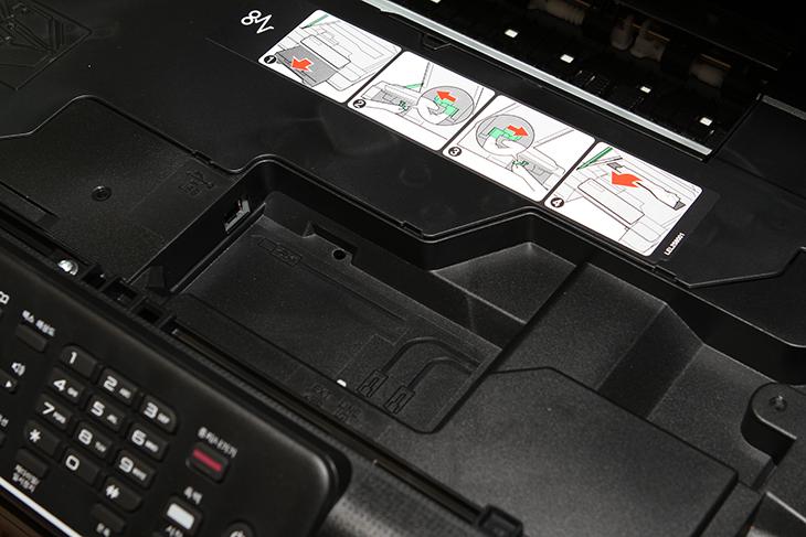 브라더 무한잉크 프린터, MFC-T800W 설치 ,및 ,MFC-T800W 후기, 브라더,Brother,브라더 프린터, 무한잉크 프린터,IT,IT 제품리뷰,후기,사용기,브라더 무한잉크 프린터 MFC-T800W 설치 및 후기를 올려봅니다. 그동안에는 다른 레이저프린터를 사용했었는데요. 문제가 너무 오랫동안 사용하지 않다가 사용하니 줄도 생기고 문제가 있네요. 사진을 출력하는데 있어서 화질도 많이 부족하구요. 그런데 이번에 브라더 무한잉크 프린터 MFC-T800W 설치를 하고 난 뒤 사진 출력을 해 봤는데요. 과거에 나온 컬러레이저프린터보다 화질이 더 좋네요. 물론 이 프린터는 문서를 출력하는데 더 최적화된 모델입니다. 사진을 출력하기 위해서 나온 모델은 아니긴 한데요. 하지만 사진을 출력해본 결과 충분히 좋은 화질을 보여주는 것을 확인 했습니다. 일반 A4용지로 출력했는데도 화질이 좋더군요. 이건 아래에서 보여드리겠습니다. 브라더 무한잉크 프린터 MFC-T800W는 말그대로 잉크를 사용자가 직접 리필하면서 사용할 수 있는 모델입니다. 콜라를 다 마시고 컵에 콜라를 다시 담아주면 또 즐길 수 있죠. 이것도 마찬가지 입니다. 과거에는 잉크젯프린터의 경우 가격이 많이 비쌌는데요. 하지만 요즘은 가격이 기능에 비해서는 많이 저렴해졌습니다. 그런 이유로 프린터를 팔아서 남는 금액은 크지 않게 되었죠. 요즘 작은 기업에서는 큰 잉크통을 붙여서 많은 출력물을 출력하는데 더 익숙해져 있습니다. 실제로 잉크를 직접 리필해서 사용하는 형태의 제품시장이 꾸준히 증가해서 지금은 절반을 넘게 되었다고 합니다. 그만큼 사용자들은 저렴하게 잉크를 추가하고 많은 출력물을 출력하기를 원합니다.