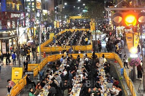 신촌맥주축제 한국의 옥토버페스티발(열리는곳,날짜,신촌,송중기)