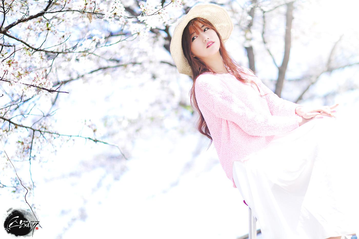 한여름의 벚꽃엔딩 캐논 만투 레이싱모델 임솔아