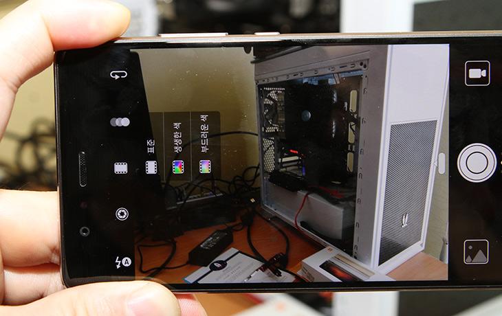 진짜, 라이카의 감성을, 담은, 화웨이 P9 카메라,IT,IT 제품리뷰,모바일,듀얼카메라를 담은 스마트폰은 몇가지 있습니다. 근데 용도가 모두 다르네요. 라이카의 감성을 담은 화웨이 P9 카메라는 듀얼카메라를 독특한 형태로 사용을 합니다. 후면에는 서로 다른 센서를 넣은 카메라가 2개가 들어갑니다. 2개의 듀얼렌즈를 이용하여 하나의 멋진 사진을 만들어냅니다. 화웨이 P9 카메라는 라이카의 카메라와 같은 공정에 감성을 담은 렌즈를 이용하여 확실히 느낌이 다른 사진을 만들어냅니다.
