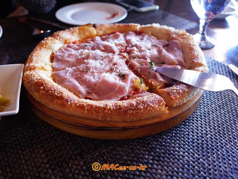 하우스메이드 이베리코 꼬또햄과 파인애플 카르파치오 (Housemade Iberico Cotto Ham and Pineapple Carpaccio)