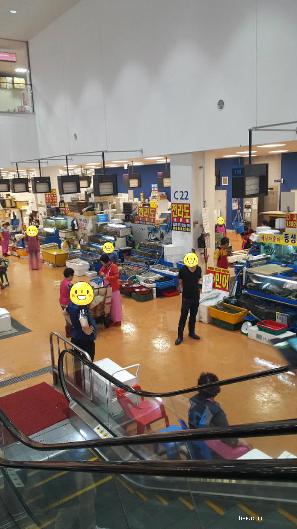 노량진 수산시장 내부