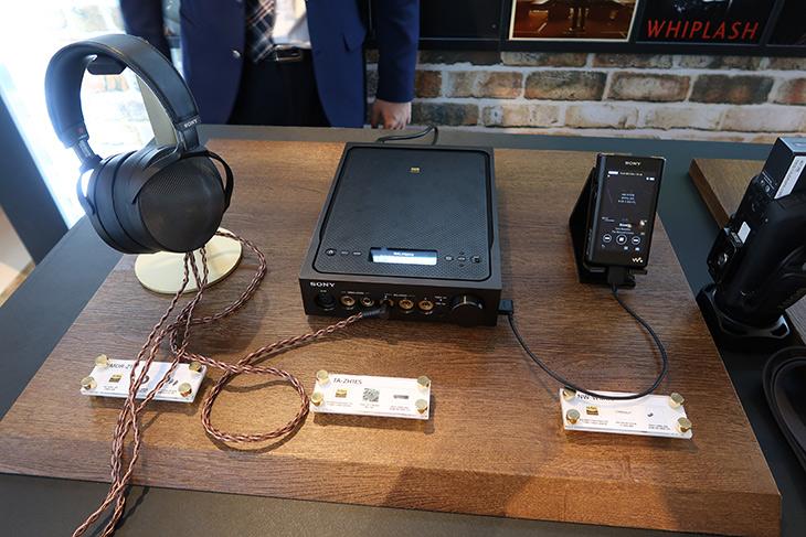 소니 ,시그니처 시리즈, 플래그십 오디오, 라인업, MDR-Z1R,TTA-ZH1ES, NW-WM1Z,IT,IT 제품리뷰,가장 좋은 사운드를 구현하려는 제품군 인데요. 좋은 소리를 직접 들어봤습니다. 소니 시그니처 시리즈 플래그십 오디오 라인업 MDR-Z1R 과 TTA-ZH1ES NW-WM1Z 를 들어보고 왔는데요. 처음 들어볼 때에도 정말 좋은 사운드라는게 느껴졌습니다. 소니 시그니처 시리즈 플래그십 오디오 라인업 소개 때 일본 기술진들도 직접 와서 제품에 대해서 설명을 도와줬는데요. 직접 기술적인 이야기를 듣고 나니 더 마음에 와 닿더군요.