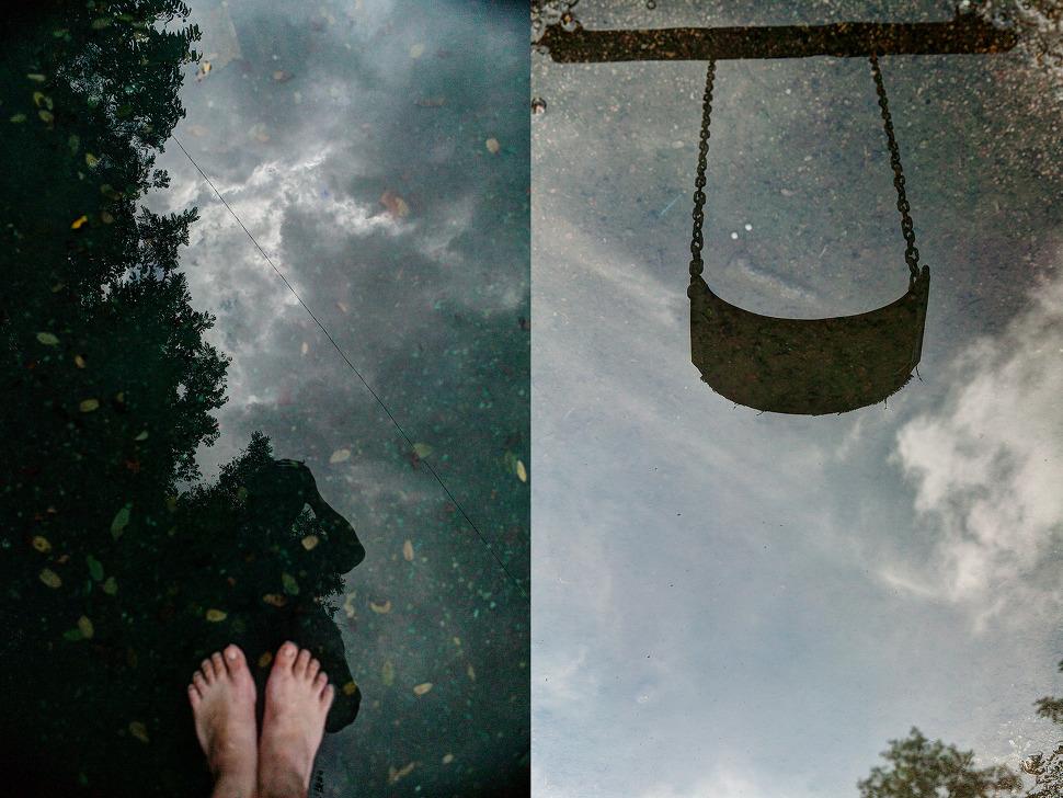 비온 후 땅에 고인물에 하늘이 비친다. 이제는 찾지않는 그네도 보이고~^^ --회현동 시범아파트 놀이터에서 촬영한 사진.