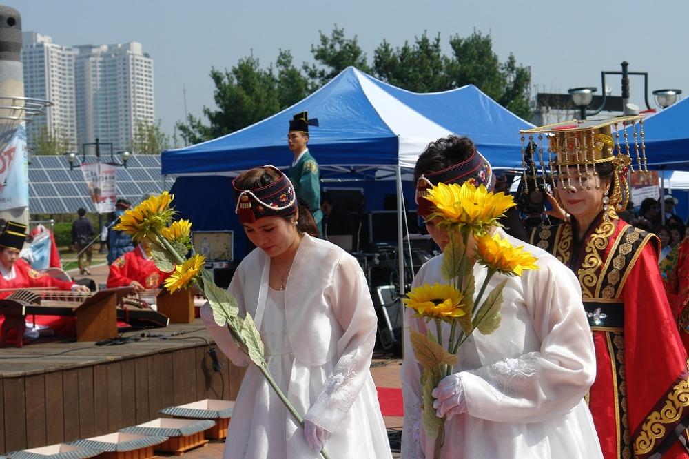 선덕여왕 숭모 다례재, 시민축제 장으로