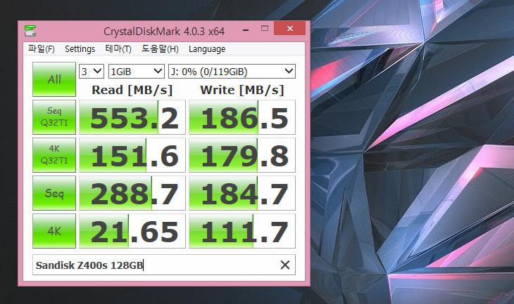 샌디스크 Z400s SSD, 128GB, 벤치마크, 후기,IT,IT 제품리뷰,후기,사용기,샌디스크,sandisk,sandisk ssd,샌디스크 Z400s SSD 128GB 벤치마크 후기를 올려봅니다. SSD 시장도 많이 변화했습니다. 가격이 많이 내려갔죠. 조금 과거에는 성능이 좋은 SSD를 많이 선호하는 성향이 강했습니다. 그런데 지금은 좀 더 안정적이고 가격이 저렴한 제품을 찾는 분이 늘어났습니다. 샌디스크 Z400s SSD는 가장 작은 용량의 32GB용량부터 256GB 까지 나와있습니다. 임베디드 모델로도 사용할 수 있게 만들기 위해서 가장 작은 용량의 제품까지 확대했습니다. 읽기 성능은 상당히 수준급 입니다. 다만 쓰기 속도는 조금 낮은 편 이긴 합니다. 실제로 샌디스크 Z400s SSD를 써본 소감은 그렇습니다. 그런데 운영체제에서 큰 용량 파일을 복사하는 경우는 드물고 보통은 읽기 작업을 더 많이 하기 때문이 이정도 성능에 가격이라면 그렇게 나쁘지 않습니다. 게다가 A/S 기간이 5년으로 긴 편 입니다.