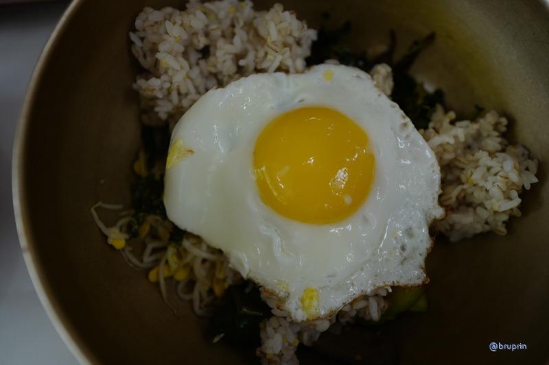 [BP/한밤] 전기파리채가 필요한 시장 - 건업리보리밥