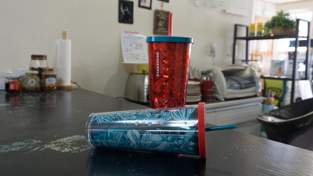 스타벅스 미국 콜드컵들, 지오매트릭 커피 체리 콜드컵과 플로링 드로잉 콜드컵
