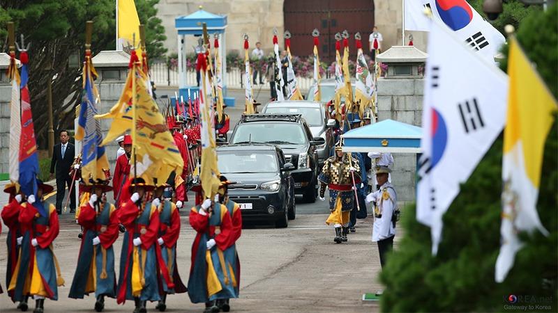 사진: 한국의 전통 의장대 모임. 외장대는 유럽의 풍습이지만, 한국식의 의장대의 모습 또한 멋있다.